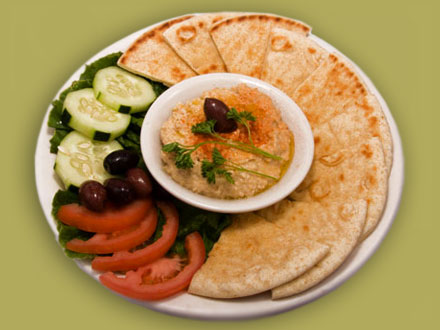hummus and pita appetizer